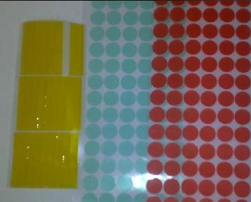 băng keo chịu dạng tem màu đỏ